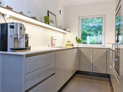 fliesenspiegel k che siematic tr ffelgrau. Black Bedroom Furniture Sets. Home Design Ideas